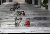 مزار شهدای 400 دستگاه کرج توسط فرماندهان نظامی و انتظامی استان البرز گلباران شد + تصاویر