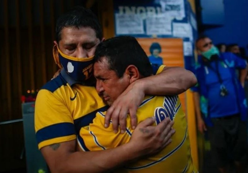 Crowds Gather to Mourn Loss of Argentina's World Cup Hero (+Video)