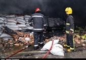 آتش سوزی انبارهای سازمان اموال تمکیلی در ارومیه به روایت تصویر