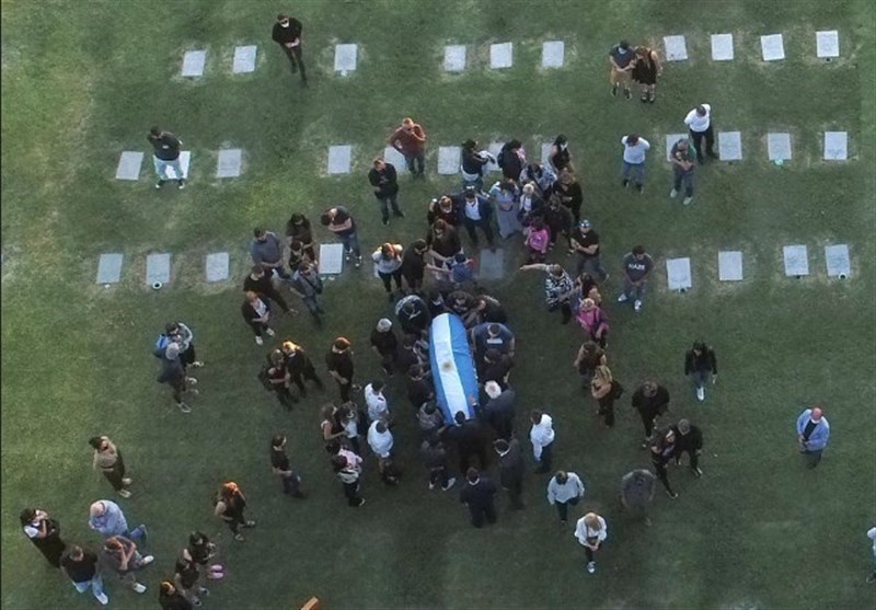 مارادونا به خاک سپرده شد + عکس