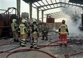 آتش سوزی در یک کارگاه تولید مواد نفتی به ویژه روغن و پارافین واقع در جاده ورامین+ تصاویر