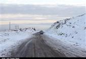 برف و کولاک در چهارمحال و بختیاری؛ گردنه عسلکشان کوهرنگ مسدود شد
