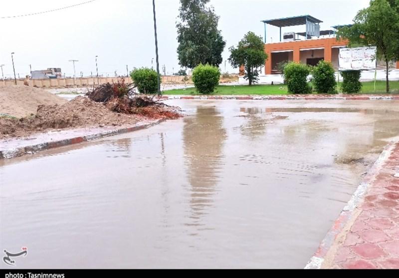 بارش باران ورودی بیمارستان شهرستان رامشیر خوزستان را مسدود کرد