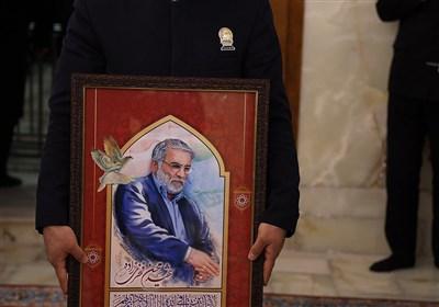 طواف پیکر دانشمند برجسته هستهای شهید «فخریزاده» در حرم مطهر رضوی