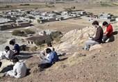 """تحصیل دانشآموزان روستایی زنجان در بالای کوه/اینترنت در روستا یافت نمیشود/ آیا """"وزیر جوان"""" تدبیری دارد؟"""