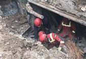نجات مرد 35 ساله از زیر آوار در خیابان 15 خرداد + تصاویر