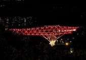 برج میلاد، آزادی و پل طبیعت قرمز شدند + تصاویر