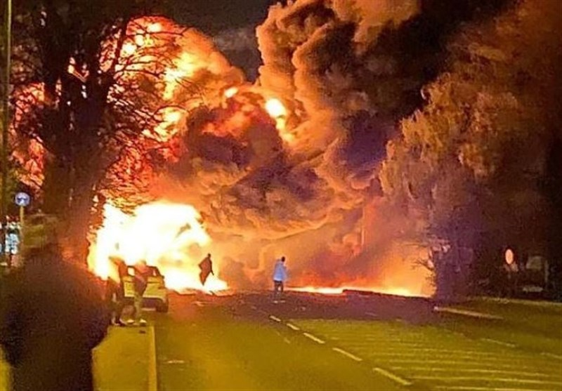 Huge Fireball Engulfs Street As Chemical Truck Explodes in Cambridgeshire (+Video)