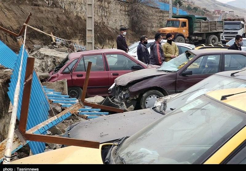 جان و مال شهروندان سنندج در دستان مسئولان بیتدبیر/ دیوار آرامستان بر روی 12 خودرو فروریخت + فیلم