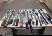 تهران| کشف 120 قبضه سلاح سرد از انبارهای 2 واحد صنفی لوازم خانگی