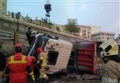 واژگونی تانکر بنزین مسیر اتوبان آزادگان اصفهان را مسدود کرد