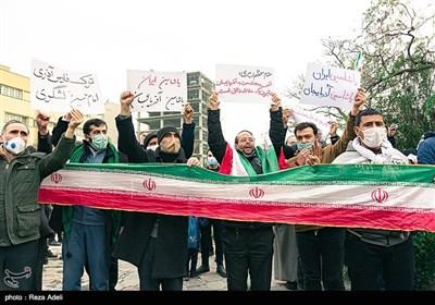 تجمع اعتراضآمیز مردم مقابل کنسولگری ترکیه در تبریز