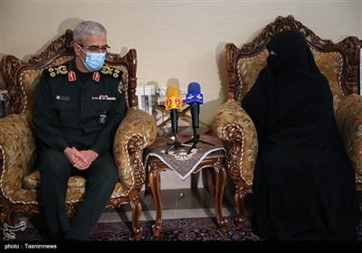 حضور رئیس ستاد کل نیروهای مسلح در منزل شهید فخری زاده