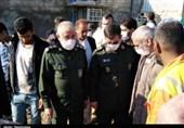 دیدار چهره به چهره دریادار تنگسیری با مردم در مناطق آبگرفته خوزستان؛ قدردانی مردم از کمکهای بیدریغ سپاه + فیلم