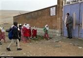 """دل """"ناشاد"""" معلمان از آموزشهای مجازی / ناسازگاری """"اینترنت"""" با دانشآموزان در روستاهای کرمانشاه + فیلم"""