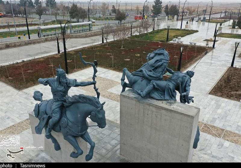 سه مجسمه جدید جلوخان آرامگاه فردوسی رونمایی شد+تصاویر