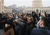 تجمع مخالفان نخستوزیر ارمنستان در خیابانهای ایروان/آمادگی پاشینیان برای استعفا
