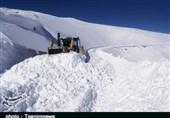 بارش شدید برف راه دسترسی 190 روستای الیگودرز را قطع کرد