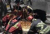نجات معجزهآسای کارگر مدفون شده زیر خروارها خاک + فیلم و تصاویر