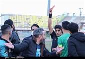بازی پرحاشیه دو تیم فوتبال صنعت مس کرمان و چوکای تالش از دریچه دوربین