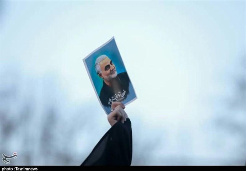 تبیین ساحت 5 گانه شخصیت « حاج قاسم» / کتاب زندگینامه شهید سلیمانی در صدا و سیما رونمایی شد