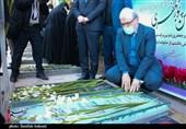 وزیر بهداشت به مقام شامخ شهید سلیمانی ادای احترام کرد + تصاویر