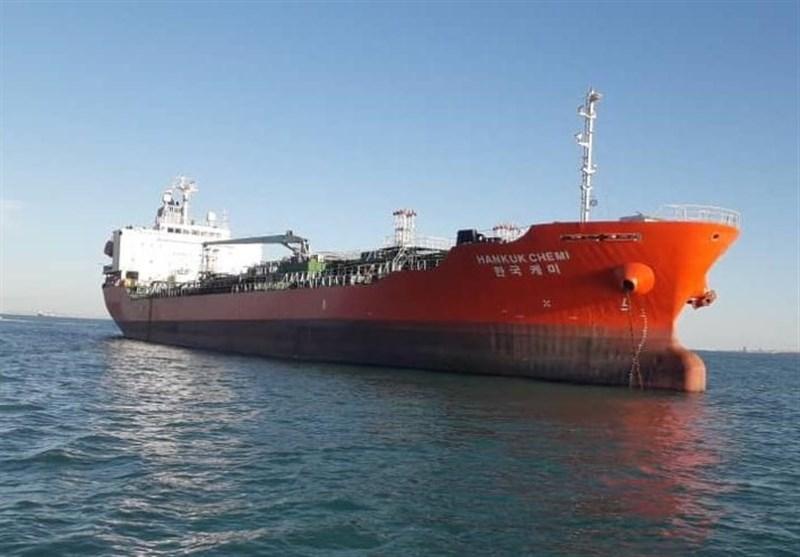 تصاویر کشتی توقیف شده کرهای در لنگرگاه بندرعباس