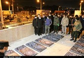 فرمانده نیروی قدس سپاه پاسداران به شهدای مراسم تشییع شهید سلیمانی ادای احترام کرد+ تصاویر