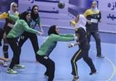 مربی تیم هندبال بانوان کربنات سدیم فیروزآباد: بازیکنانم کمتجربه بودند