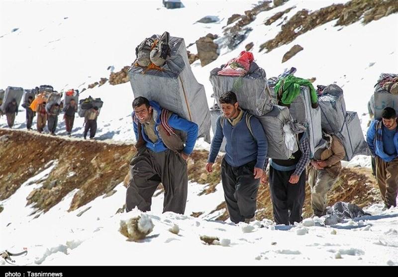 ساعتی همراه با کولبران در کوهستانهای کردستان/ اینجا قلب انسان از ترس و دلهره میایستد+ فیلم