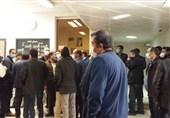 تجمع پیمانکاران شهرداری زنجان در ساختمان شورای شهر/ وعده شهرداری برای تسویه بدهی تا پایان سال