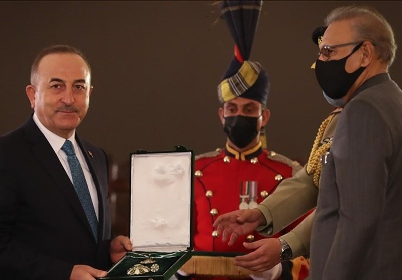 رئیس جمهور پاکستان نشان هلال این کشور را به چاووش اوغلو اعطا کرد