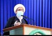 امام جمعه بوشهر: دشمن با تهاجم سیاسی در صدد از بین بردن هویت ملی مردم است