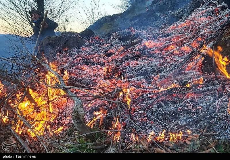 ادامه سریال آتشسوزی جنگلهای بلوط کهگیلویه و بویراحمد؛ کوه خامی طعمه حریق شد
