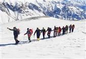 صعود کوهنوردان ارتش به قله 4050 متری کهار