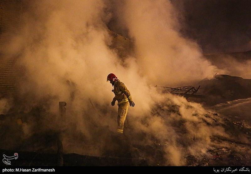 حریق گسترده در پاساژ کورپه سنندج / مغازهها در آتش سوختند+جزئیات