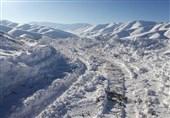 بارش شدید برف راه دسترسی و برق 50 روستای بخش ذلقی الیگودرز را قطع کرد