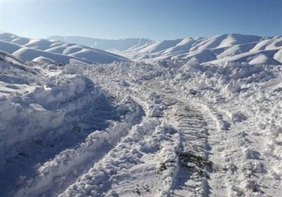 بارش شدید برف محورهای خراسان شمالی را مسدود کرد