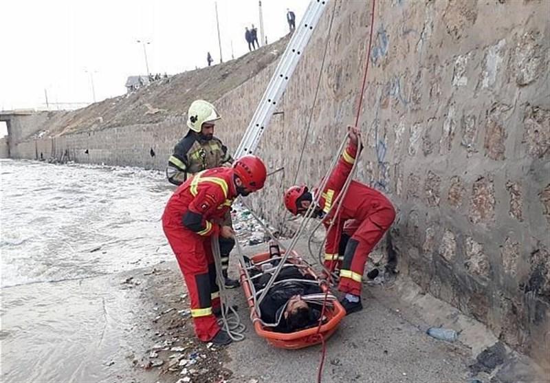سقوط 2 مرد به کانال آب در حاشیه بزرگراه امام علی+ تصاویر