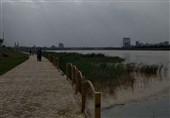 خطر بیخ گوش کودکان اهوازی / چرا شهرداری اهواز نردههای رودخانه کارون را هنوز ترمیم نکرده است؟ + فیلم