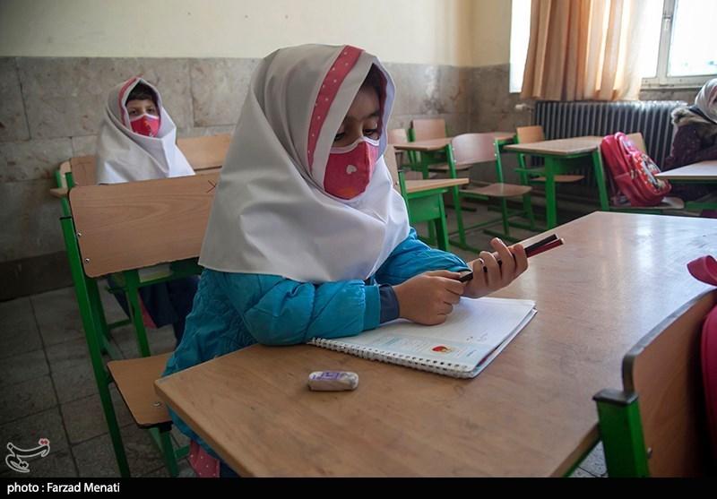 بازگشایی مدارس در استانها| بوی ماه مهر از میان صفر و یکهای مجازی میآید یا کلاسهای حضوری؟ / روشهای ترکیبی جایگزین آموزش مجازی در یزد + فیلم