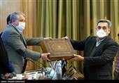 تقدیم لایحه 1400 شهرداری تهران توسط پیروز حناچی شهردار تهران به محسن هاشمی رئیس شورای شهر تهران