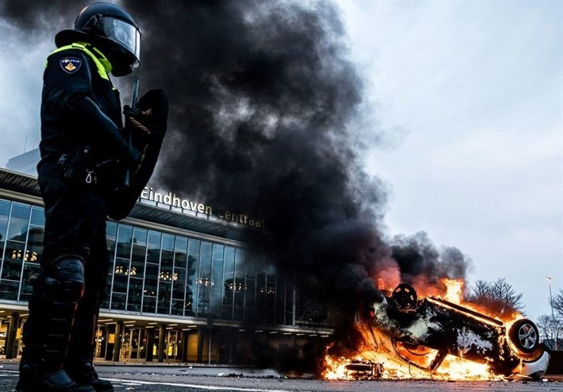 Mass Arrests As Dutch Riot Police Struggle to Contain Anti-Lockdown Rage (+Video)