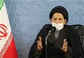 امام جمعه بیرجند: آمریکا در حال جان کندن است/ نیروهای مسلح پیشتاز پیاده کردن آرمانهای انقلاب اسلامی هستند