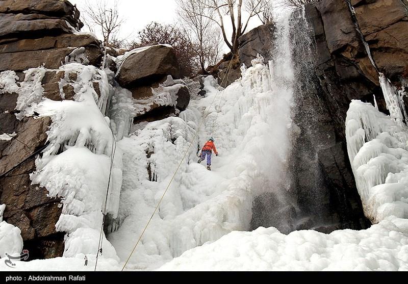یخ نوردی در آبشار گنجنامه همدان