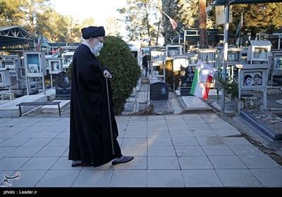Ayatollah Khamenei Pays Tribute to Founder of Islamic Republic