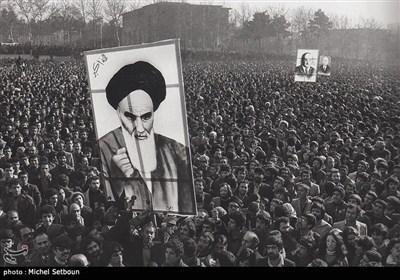 """الذکرى الـ 42 لإنتصار الثورة الاسلامیة الإیرانیة وبدء مراسم """"عشرة الفجر"""""""