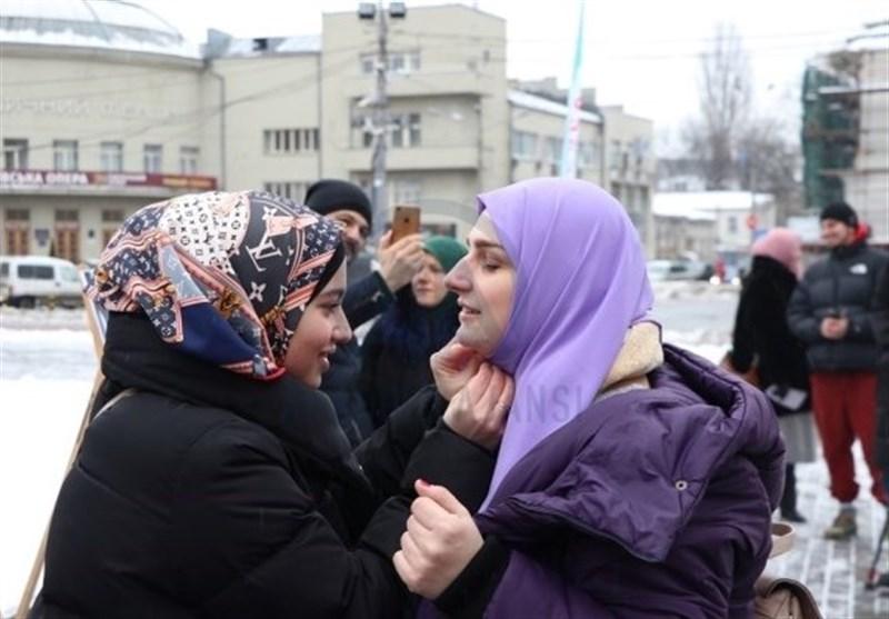 خانواده ایرانی مهارتهای آموزشی برای مأنوس کردن دختران با حجاب