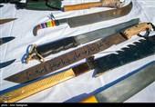 کشف 4 قبضه شمشیر از خودروی شرور سابقهدار
