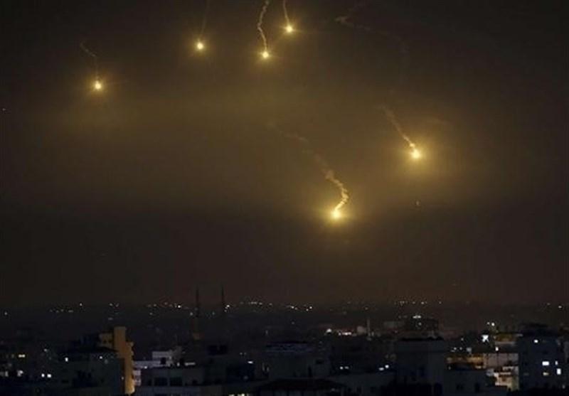 حمله هوایی رژیم صهیونیستی به دمشق و پاسخ سیستم دفاع موشکی سوریه+فیلم